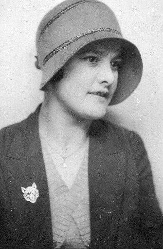 richard - lady in cloche